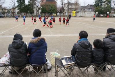 6年生は、各学年チームと対戦。